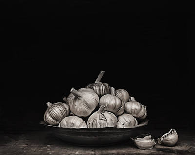 Photograph - Garlic by Theresa Tahara
