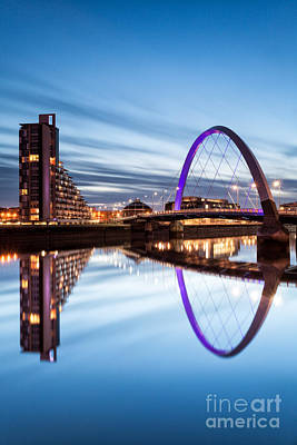 Hydro Wall Art - Photograph - Glasgow River At Night by John Farnan
