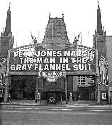 Flannel Photograph - Grauman's Chinese Theater by Underwood Archives