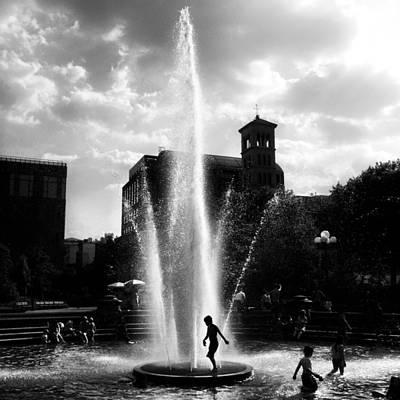 Washington Square Park Photograph - Heat Wave by Natasha Marco