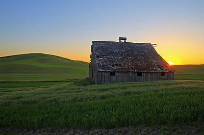 Photograph - Hemmingway Road Barn by Doug Davidson