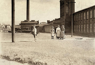 Manchester Mill Photograph - Hine Child Labor, 1909 by Granger