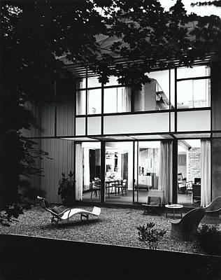 Deck Chair Photograph - House Designed By Carl Koch by Pedro E. Guerrero