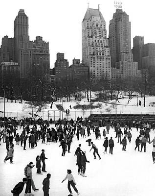 Photograph - Ice Skating In Central Park by Underwood Archives