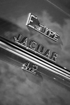 Jaguar E-type 4.2 Emblem -0065bw Print by Jill Reger