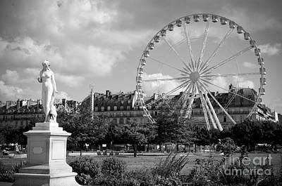 Que Photograph - Jardin Des Tuileries by Lana Enderle