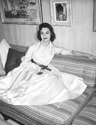 1950s Portraits Photograph - Jennifer Jones, At Home, Ca. Late 1950s by Everett