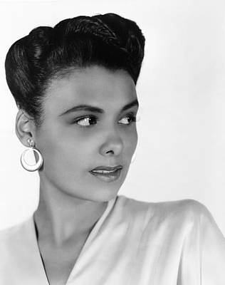 Chandelier Earrings Photograph - Lena Horne, 1942 by Everett