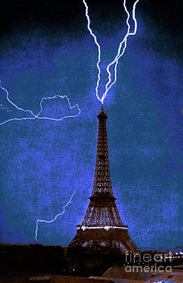 Photograph - Lightning Strikes Eiffel Tower-1902 by Science Source