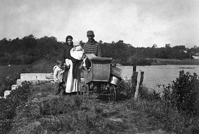 Bassinet Photograph - Migrant Family, 1911 by Granger