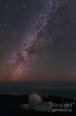 Milky Way Over William Herschel Telescope Art Print
