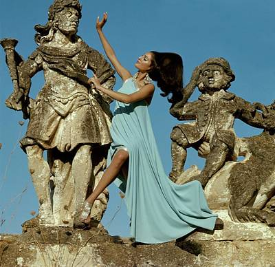 Model Standing Between Statues At The Villa Art Print