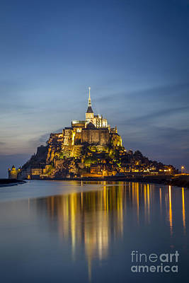 Photograph - Mont Saint Michel Twilight by Brian Jannsen