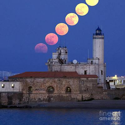 Moonrise Print by Babak Tafreshi