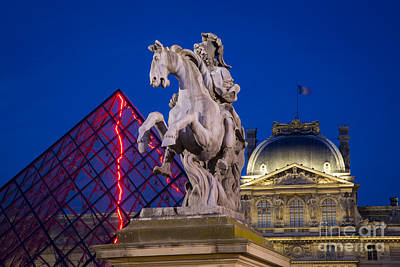 Photograph - Musee Du Louvre Statue by Brian Jannsen