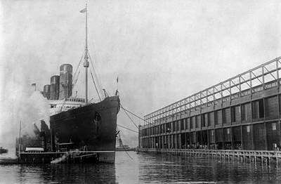 Photograph - New York Lusitania, 1908 by Granger