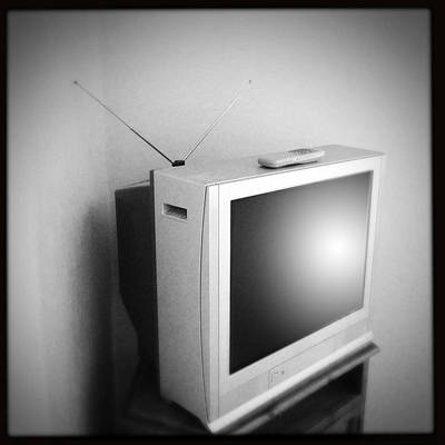 Electronic Photograph - Old Television by Les Cunliffe