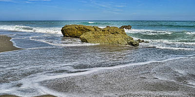 Rock Digital Art - Piedras En El Mar by Riccardo Zullian