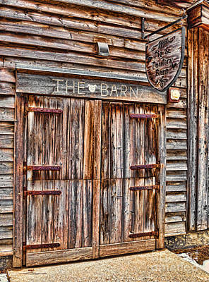 Photograph - Pig And Poultry Barn by Les Palenik