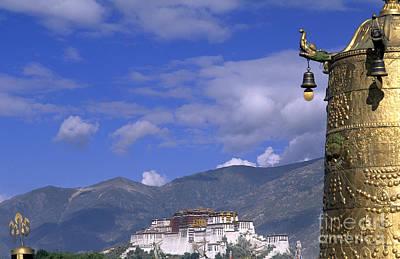 Potala Palace, Tibet Print by Bill Bachmann
