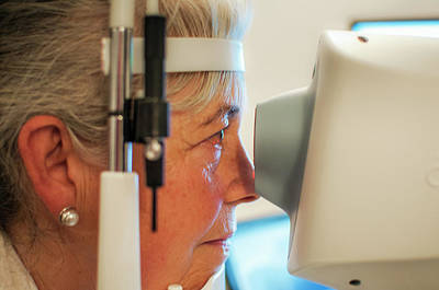 Ophthalmology Photograph - Retinal Scan Testing For Glaucoma by Chris Knapton