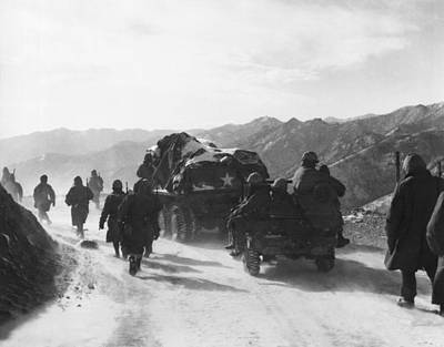 Retreat From Chosin Reservoir Art Print by Underwood Archives