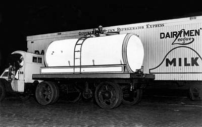 Borden Photograph - Revolutionary Milk Transport by Underwood Archives