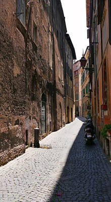 Photograph - Rome Alleyway 1 by Herb Paynter