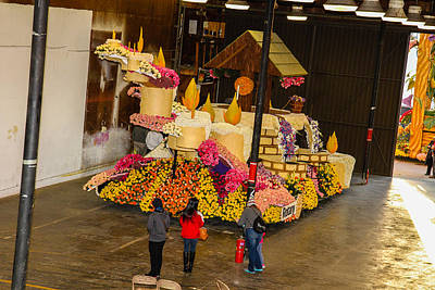 Photograph - Rotary Float by Robert Hebert