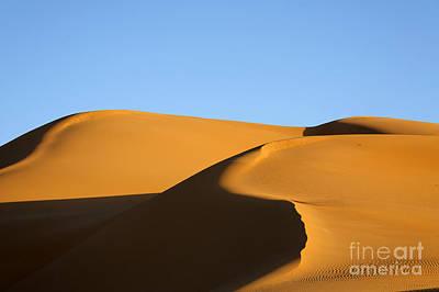 Sand Dunes Of The Sahara Desert Art Print by Robert Preston