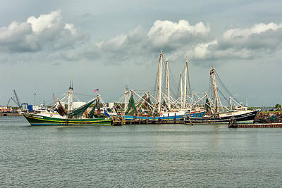 Photograph - Shrimpers by Victor Culpepper