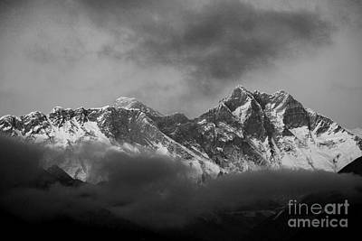 Snow Capped Mount Everest Himalayas Nepal Art Print by Dave Porter