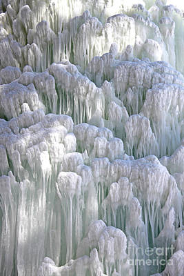 Photograph - Spectacular Ice Fountain In Letchworth State Park - 4 by Tom Doud