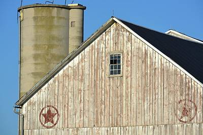 Photograph - Stars In Circles Barn 4 by Tana Reiff