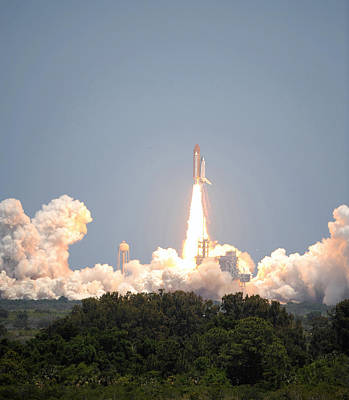 Sts-132, Space Shuttle Atlantis Launch Art Print by Science Source