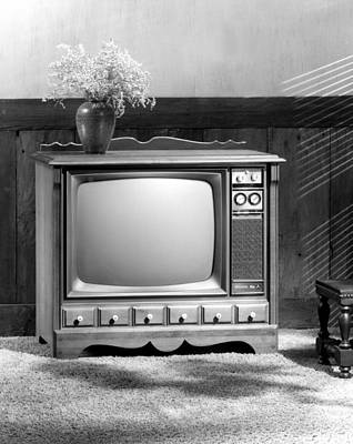 Photograph - Sylvania Electric Products Introduces Its 1970 Color Television by Underwood Archives
