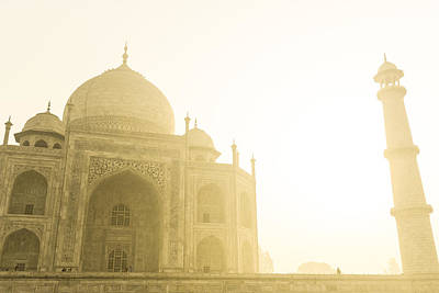 Taj Mahal In The Morning Print by Brandon Bourdages