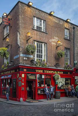 Photograph - Temple Bar by Brian Jannsen
