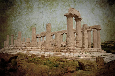 Green Color Of Restaurants Photograph - Temple Of Juno Lacinia In Agrigento by RicardMN Photography