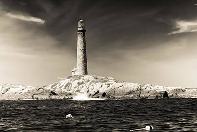 Photograph - The Cape Ann Lighthouse On Thacher Island by Jeff Folger