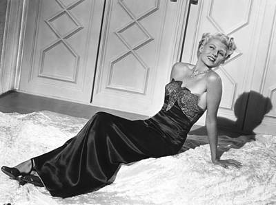 1947 Movies Photograph - The Lady From Shanghai, Rita Hayworth by Everett