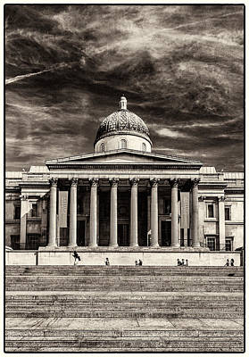 Photograph - The National Gallery Bw by Lenny Carter