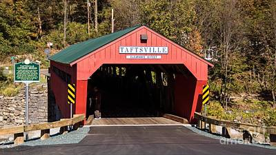 Taftsville Photograph - The Rebuilt Taftsville Covered Bridge. by New England Photography