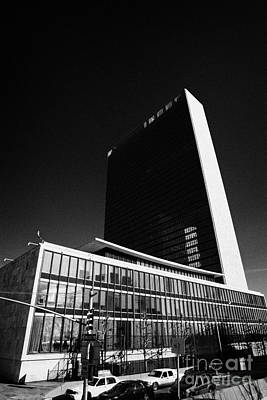 The United Nations Building Not In Session New York City Art Print by Joe Fox