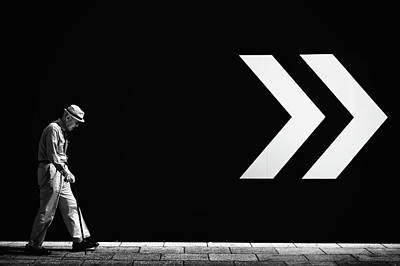 Arrows Photograph - Untitled by Tatsuo Suzuki