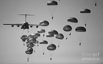 U.s. Army Paratroopers Jumping Art Print
