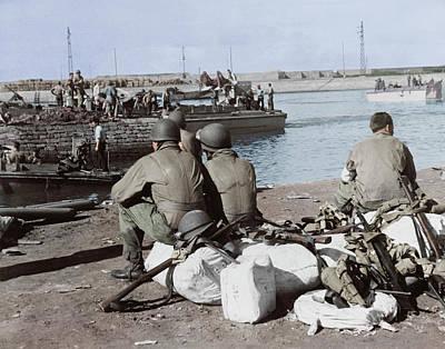 U.s. Troops Taking A Break Art Print