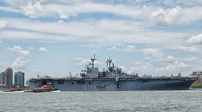 Photograph - Uss Kearsarge by Jim Poulos