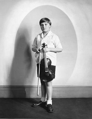 Violinist Yehudi Menuhin Art Print by Underwood Archives