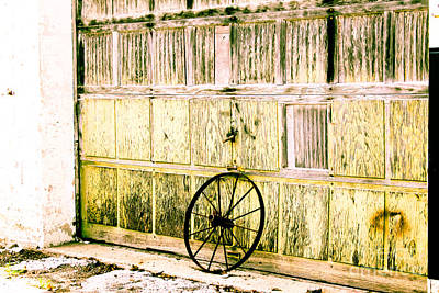 Photograph - Wagon Wheel by Audreen Gieger